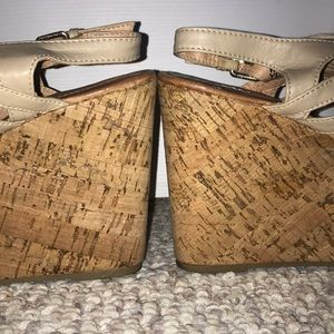 Report Shoes - Sandal wedges size 9.5